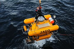 JAGO being recovered from the sea with Sebastian Hennige sitting on top. Courtesy of Maike Nicolai, GEOMAR